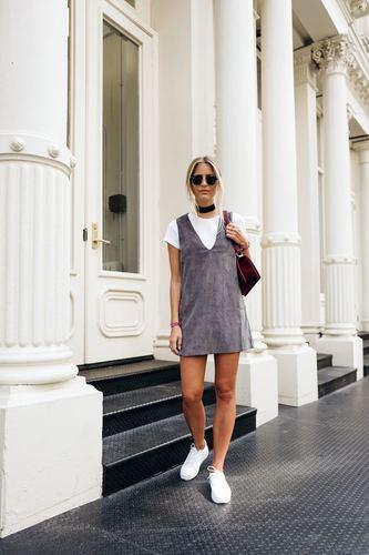 Образ с чокером, очками и в легком платье