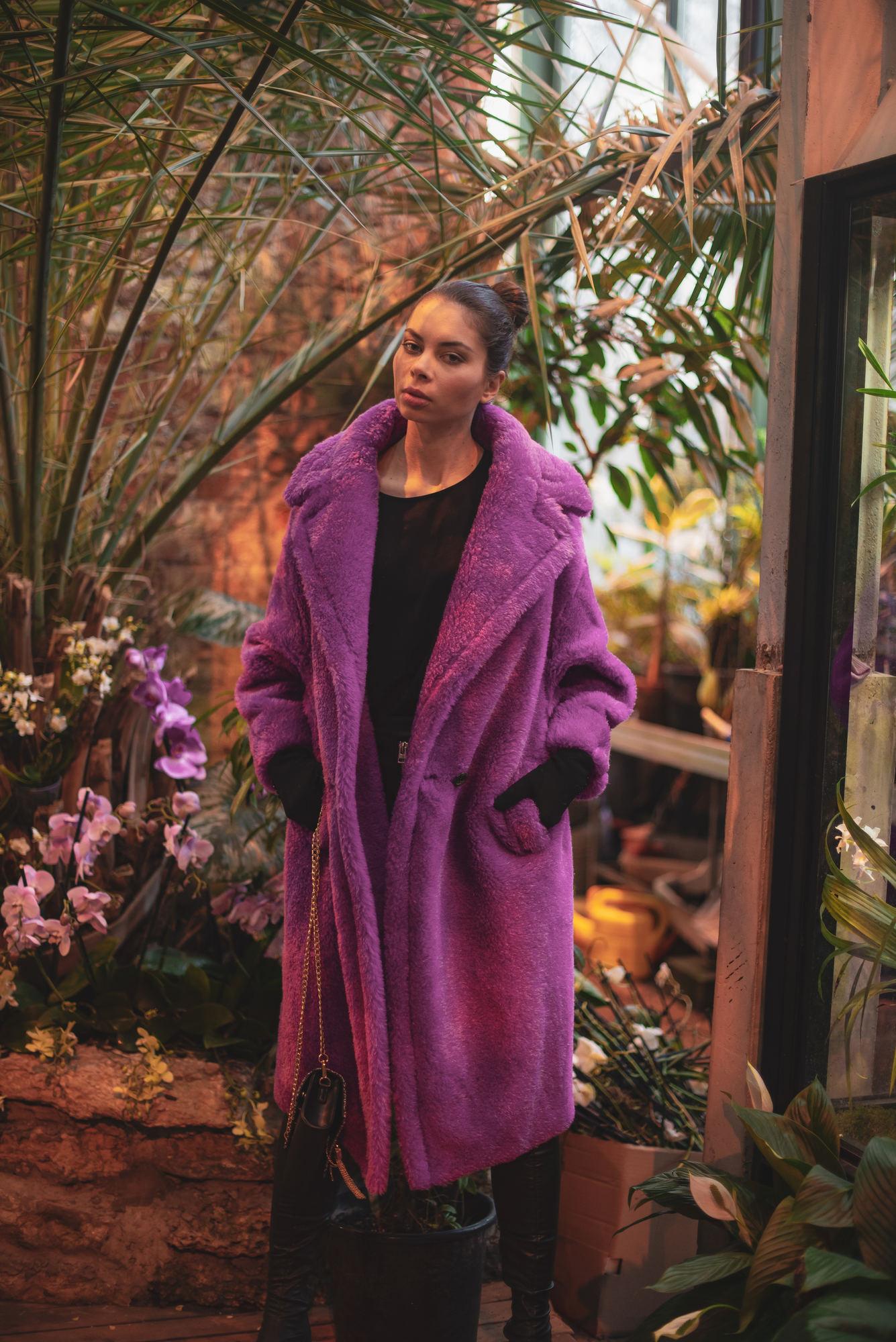 Фиолетовая женская шуба из овчины